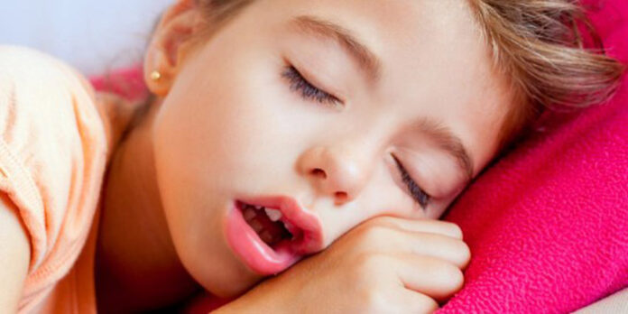 dormindo de boca aberta