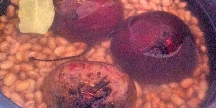 Cozinhar feijão com beterraba, faz mal? Veja o que os estudos dizem