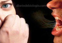 mau halito doença