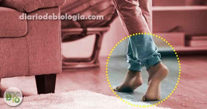 Andar descalço no chão frio realmente provoca gripe e resfriado?
