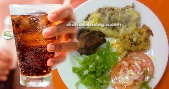 Beber líquido durante as refeições, faz mal? Veja o que acontece!